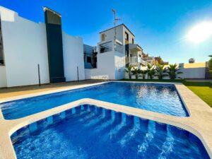 Продажа квартиры в провинции Costa Blanca South, Испания: 2 спальни, 56 м2, № RV1234BN – фото 1