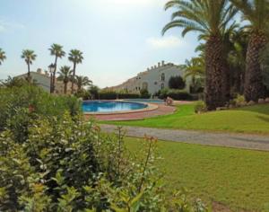 Продажа бунгало в провинции Costa Blanca South, Испания: 3 спальни, 120 м2, № RV2107QI – фото 1