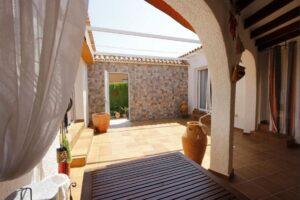 Продажа виллы в провинции Costa Blanca North, Испания: 3 спальни, 234 м2, № RV2762AL – фото 1