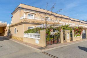 Продажа таунхаус в провинции Costa Blanca South, Испания: 2 спальни, 97 м2, № RV0053BN – фото 1