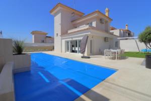 Продажа виллы в провинции Costa Blanca South, Испания: 4 спальни, 175 м2, № RV2221IN – фото 18