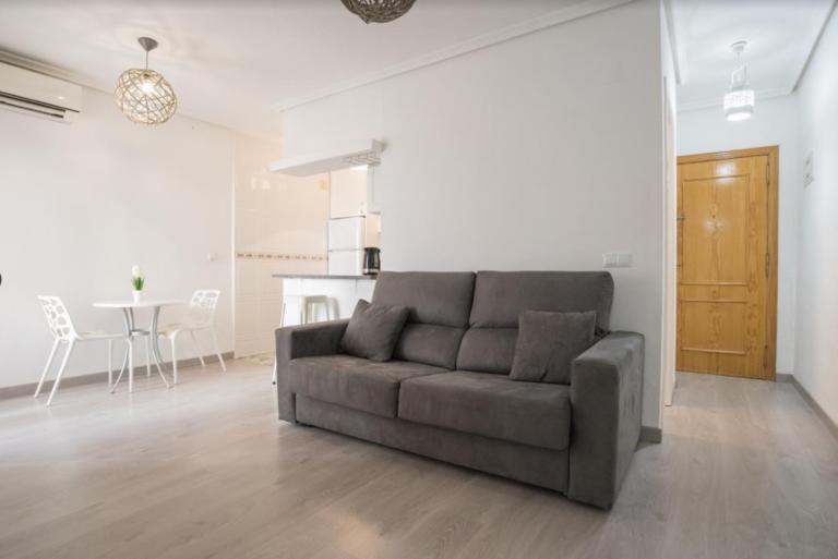 RV5544GH : Отремонтированная квартира в Торревьехе