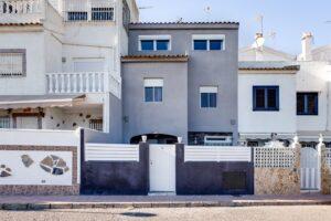 Продажа виллы в провинции Costa Blanca South, Испания: 3 спальни, 67 м2, № RV0535CM – фото 1