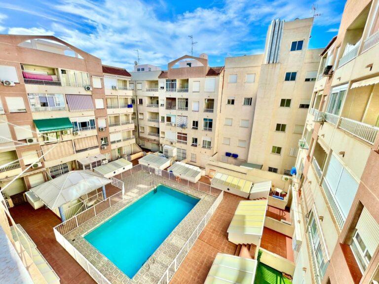 RV0025AL : Отличная квартира в Торревьехе
