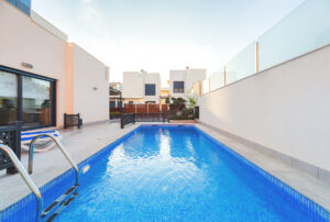 Продажа виллы в провинции Costa Blanca South, Испания: 5 спален, 195 м2, № RV6666BN – фото 1
