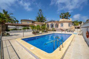 Продажа виллы в провинции Costa Blanca South, Испания: 5 спален, 140 м2, № RV0552BN – фото 2