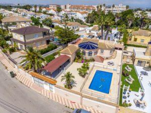 Продажа виллы в провинции Costa Blanca South, Испания: 5 спален, 140 м2, № RV0552BN – фото 35