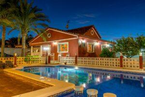 Продажа виллы в провинции Costa Blanca South, Испания: 4 спальни, 200 м2, № RV1805SH – фото 1