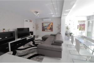 Продажа виллы в провинции Costa Blanca South, Испания: 4 спальни, 175 м2, № RV2221IN – фото 4
