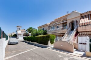 Продажа бунгало в провинции Costa Blanca South, Испания: 3 спальни, 44 м2, № RV5432CM-D – фото 1