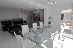 Продажа виллы в провинции Costa Blanca South, Испания: 4 спальни, 175 м2, № RV2221IN – фото 6