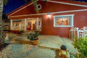 Продажа виллы в провинции Costa Blanca South, Испания: 4 спальни, 200 м2, № RV1805SH – фото 24