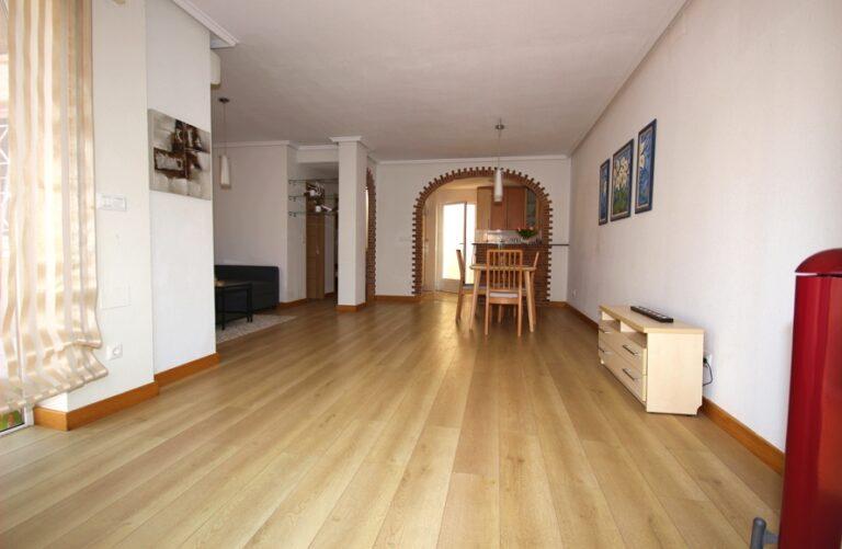 RV4628SR : Угловой дом с большим участком в Торревьехе