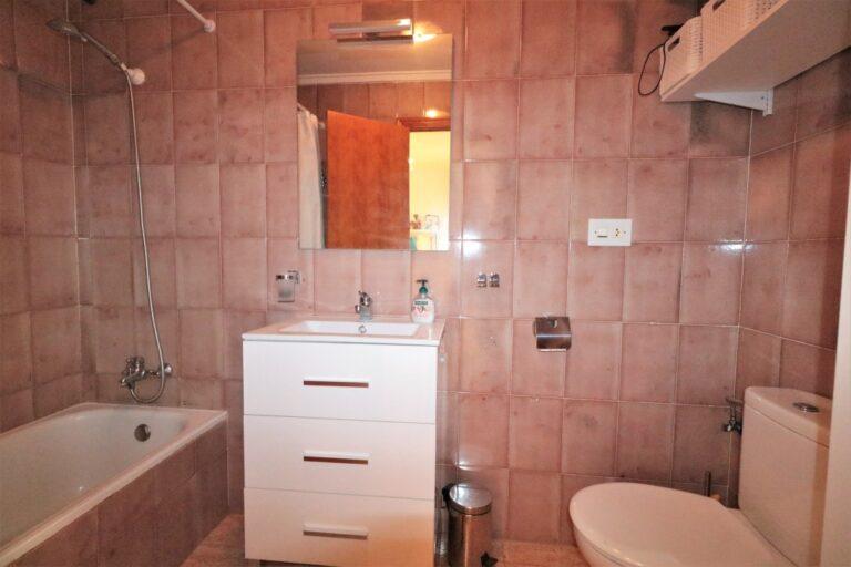 RV4374PR : Отремонтированная квартира на первой линии моря в Торревьехе