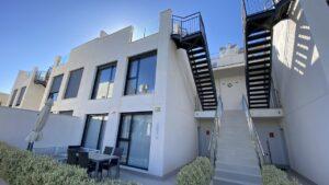 Продажа бунгало в провинции Costa Blanca South, Испания: 3 спальни, 78 м2, № RV3456MK – фото 1