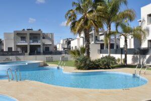Продажа бунгало в провинции Costa Blanca South, Испания: 2 спальни, 81 м2, № RV1122GL – фото 1