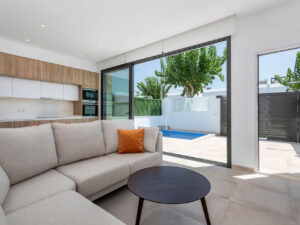 Продажа виллы в провинции Costa Blanca South, Испания: 3 спальни, 90 м2, № NC2133EF – фото 1
