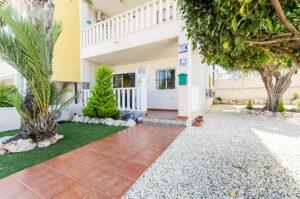Продажа бунгало в провинции Costa Blanca South, Испания: 2 спальни, № RV4623SU – фото 1